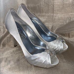 White 8 Michaelangelo Diana heels